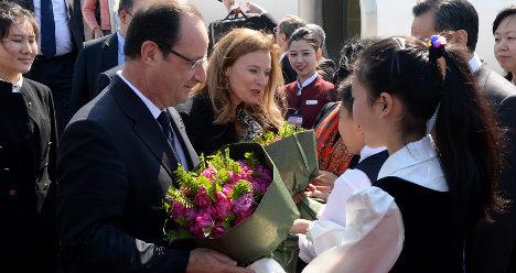 Hollande visits China on sales mission