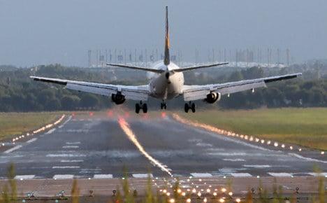 Damaged Lufthansa plane crosses Atlantic