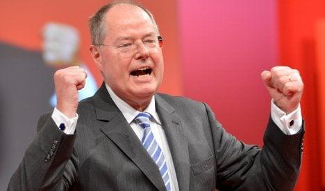 Merkel rival Steinbrück rallies SPD: 'So to battle!'
