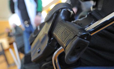 Cop loses gun in bid to keep trousers clean