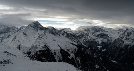 Four skiers die in French Alps avalanches