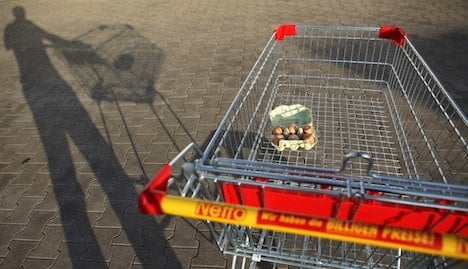 Biscuit bully uses shopping cart as weapon