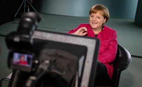 Merkel 'hangs out' online to discuss integration