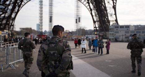 France beefs up patrols after Boston blasts
