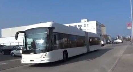 Geneva unveils wireless electric bus technology