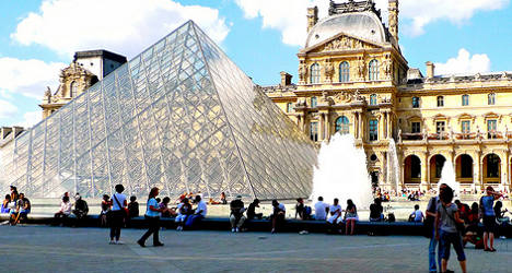 Pickpocket gangs cause closure of Louvre gallery
