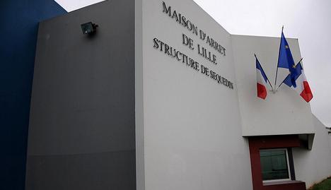 French prisoner escapes after hostage grab