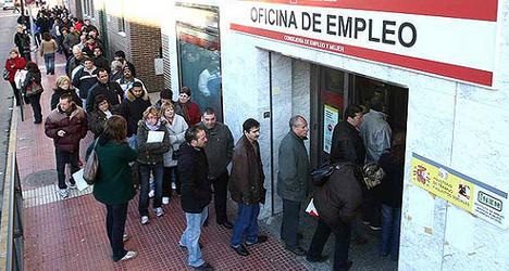 Young Spaniards give up on job hunting