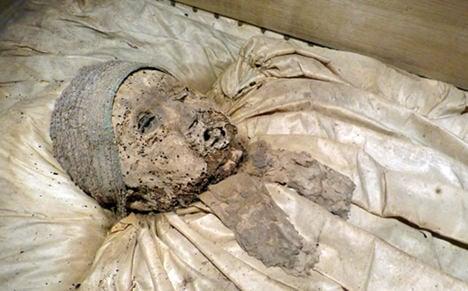 200-year-old German mummies on display