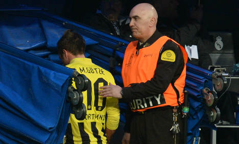 Torn hamstring relegates Götze to the bench