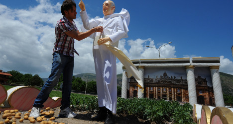 Pope Francis statue unveiled – in potato field
