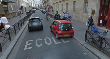 Man kills himself in front of Paris school pupils