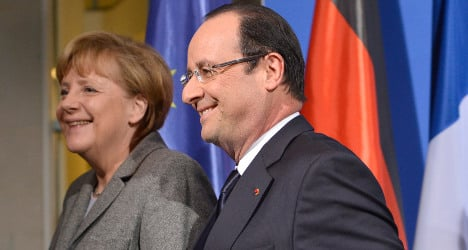Hollande under fire as jobless total hits 3.26m