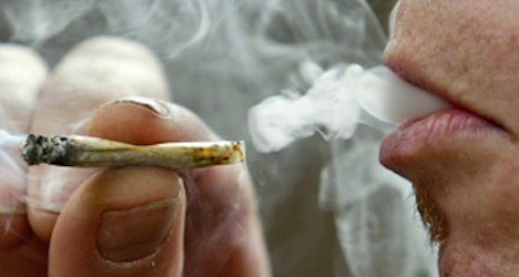 Pot smoking to become Swiss ticketing offence