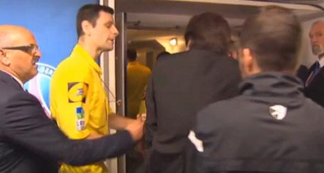 Leonardo shoves ref as PSG must wait for title