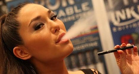Minister confirms plan to ban e-cigarettes in public