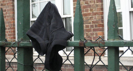 Drunk attempts bank heist in underpants mask