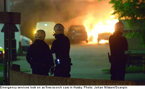 Youths burn 100 cars in north Stockholm riots