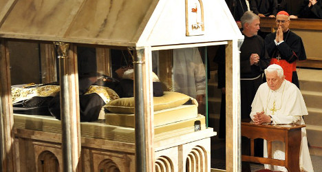 Italian saint's body to go on permanent display