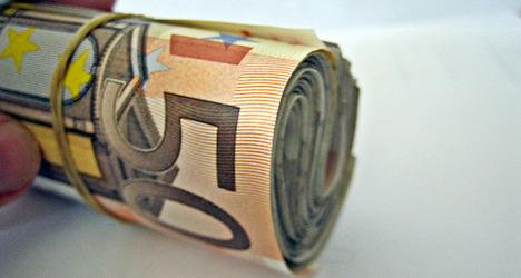 France scraps plan to limit fat cat salaries