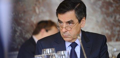 Fillon angers Sarkozy allies with 2017 pledge
