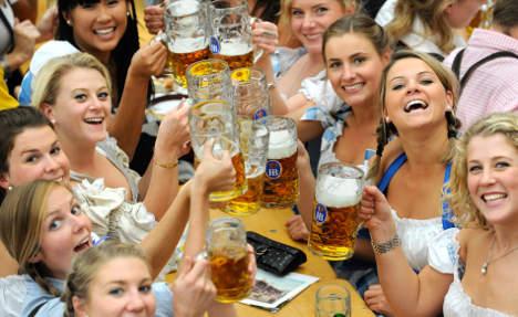 Fan wants Bayern ticket-Oktoberfest beer swap