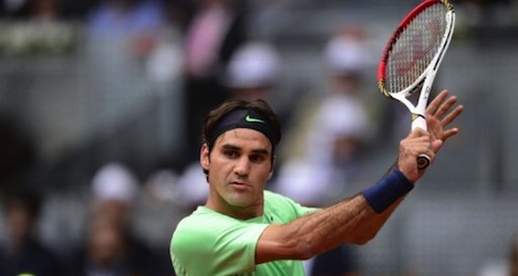 Federer makes winning return to court in Spain