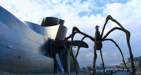 Singing stripper streaks at Bilbao Guggenheim