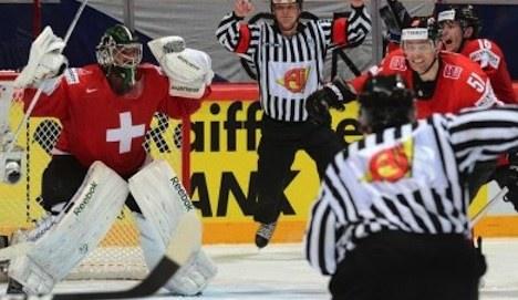 Swiss advance to world hockey semifinals