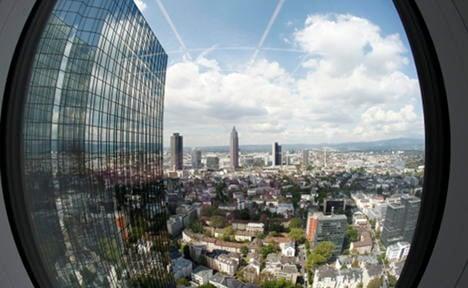 'Frankfurt weathers euro crisis better than rivals'