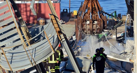Search continues after Genoa shipping accident