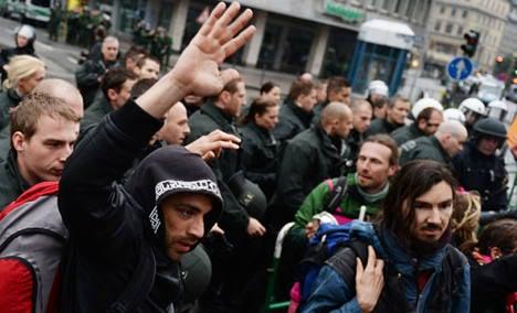 Huge anti-capitalism rally hits Frankfurt