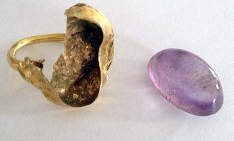 Bremen's 'bishop's ring' found broken