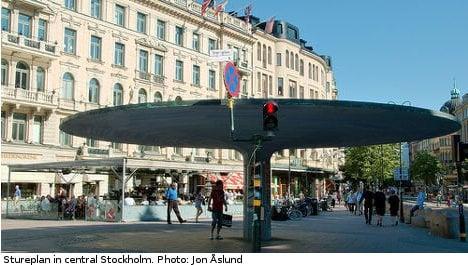 Man stabs police officer in central Stockholm