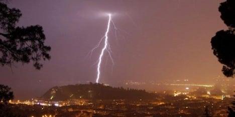 Beachgoer killed by lightning strike in Riviera