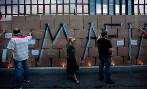 Bulgarian demo builds Berlin Wall in thanks