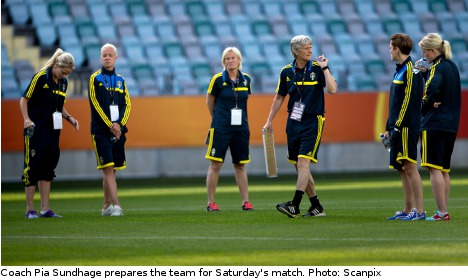 Sun shines as Swedes ready for Finland test