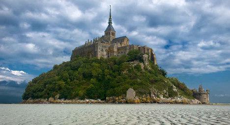 Strike closes Mont Saint Michel as Tour rides in