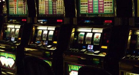 Teen kills himself after slot machine gamble