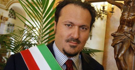 Sanremo mayor accused of kicking beggar
