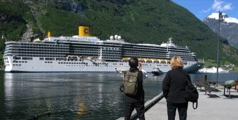 Northern lights add shine to off-season cruises