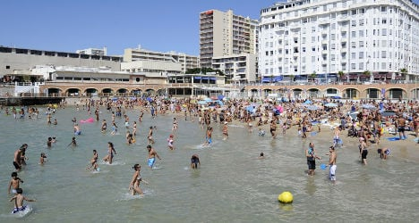Youth mob tries to drown cop on French beach