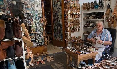 Aspiring shoemakers flock to Italian masters