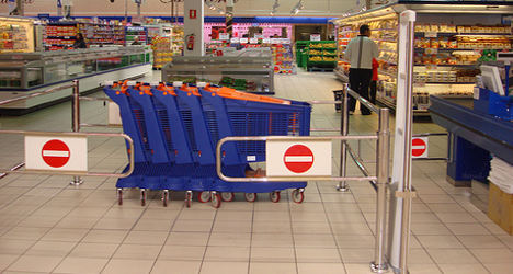 French group lists 100 'toxic' shopping items