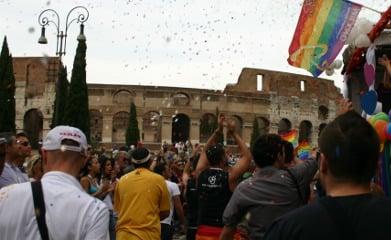 Italian boy kills himself over anti-gay bullying