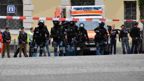 Hostage-taker 'shot twice by police'