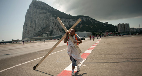 Cross-bearing Spaniard marches on Gibraltar