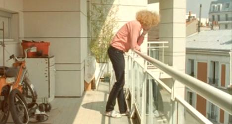 Wi-Fi-seeking man dies in balcony plunge