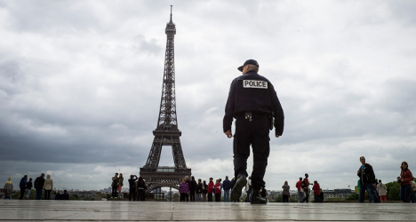 Scores held as Paris police fight tourist crime
