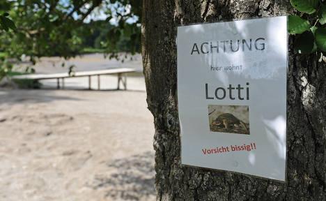 Snapping turtle terrorizes Bavarian lake
